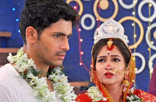 Nilasha finds Ishaan unfaithful in Zee Bangla's Jamai Raja