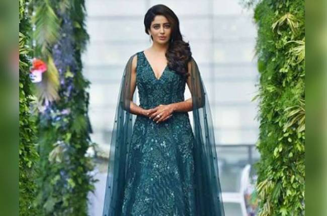 Nehha Pendse stuns in green gown