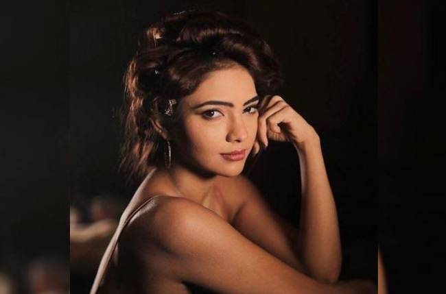 Pooja Banerjee ended her weekend on a 'foodie' note; shares what she cooked
