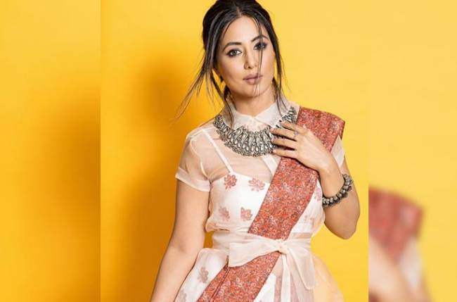 Fans share the THEN and NOW picture of Hina Khan