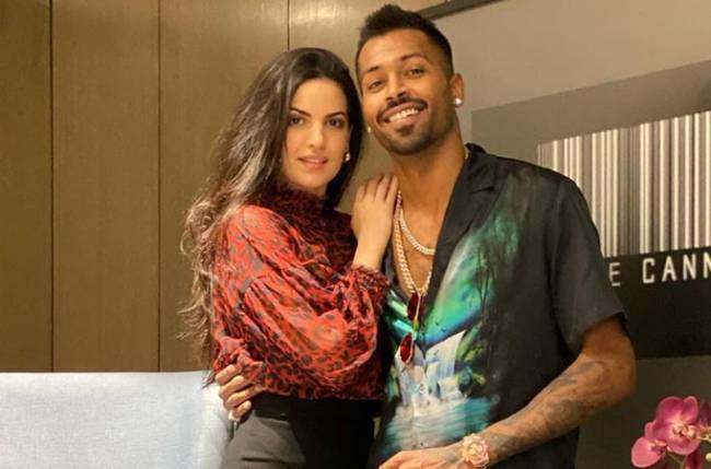 Fans request Hardik Pandya's fiancee Natasa Stankovic to stay home, but we know she is following the rules