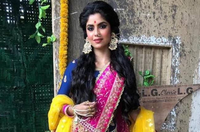 Checkout Sayantani Ghosh's ravishing look in Colors' Barrister Babu