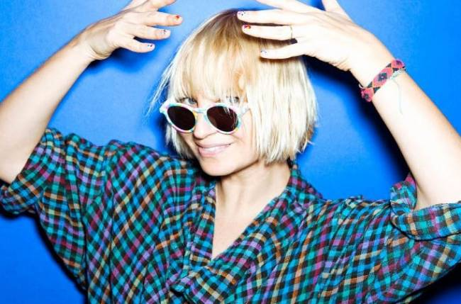 Sia finds parenting 'painful and rewarding'