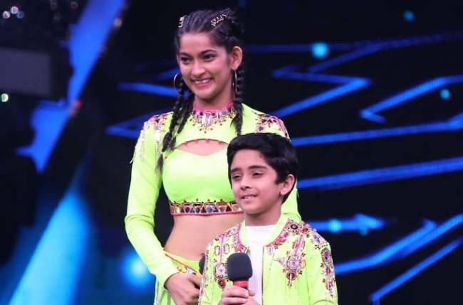 Remo D'Souza was spellbound by Contestant Sanchit's act, challenges him to do an impromptu dance on the song 'Bezubaan', on Super Dancer – Chapter 4