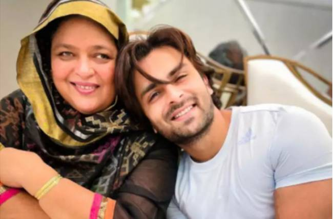 Shoaib Ibrahim pens ADORABLE birthday note for his mother; see post