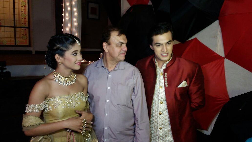 Mohsin Khan's REAL FATHER visits him on the sets of 'Yeh Rishta Kya Kehlata Hai!'