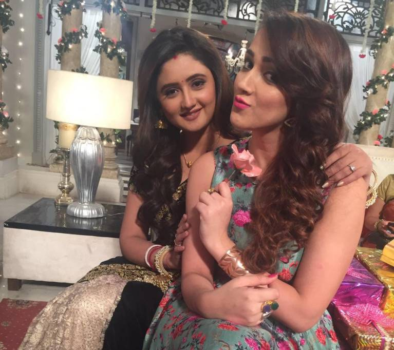 This is the new ADDICTION on the sets of Dil Se Dil Tak!