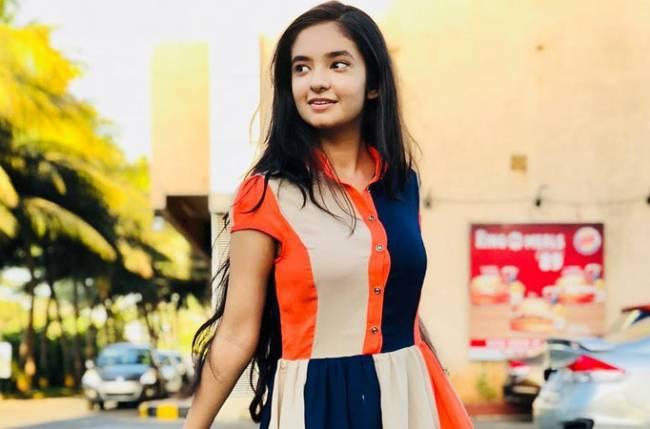 Anushka Sen achieves 10 MILLION followers on social media!